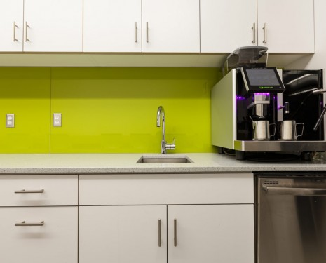 E4 – Solid Glass Backsplash – Lime Green